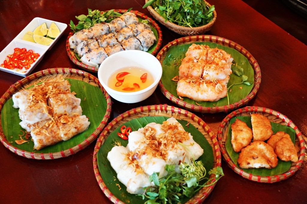 Banh Cuon Cha Muc Halong is loved by many tourists