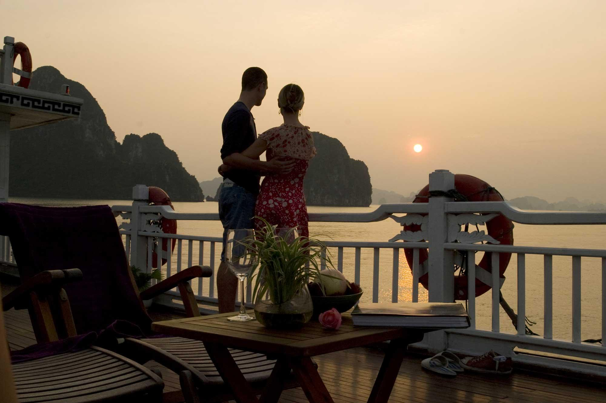 Romantic space of cuples on Halong cruise