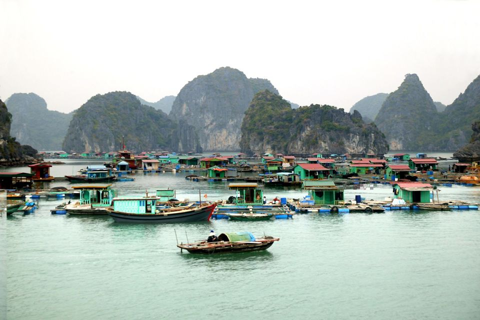 A memorable trip to Halong floating markets