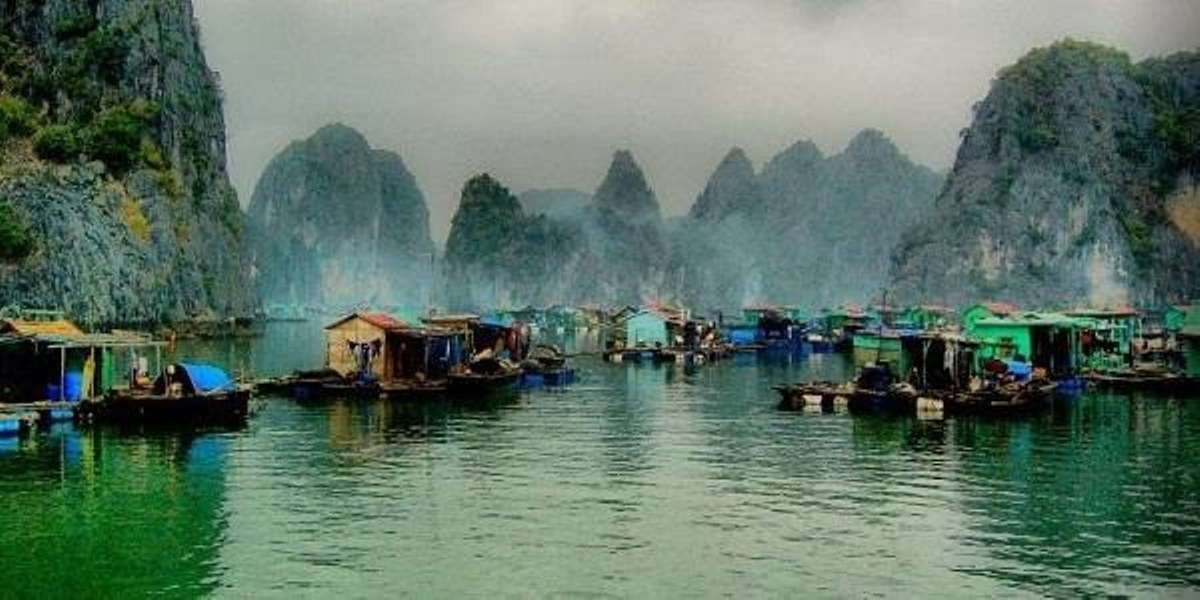 A peaceful scenery in Cua Van floating village