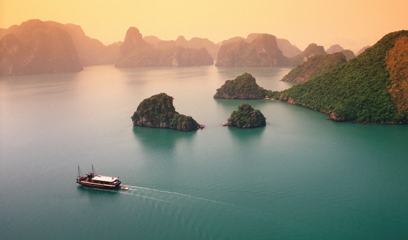 The beauty of Halong in the winter