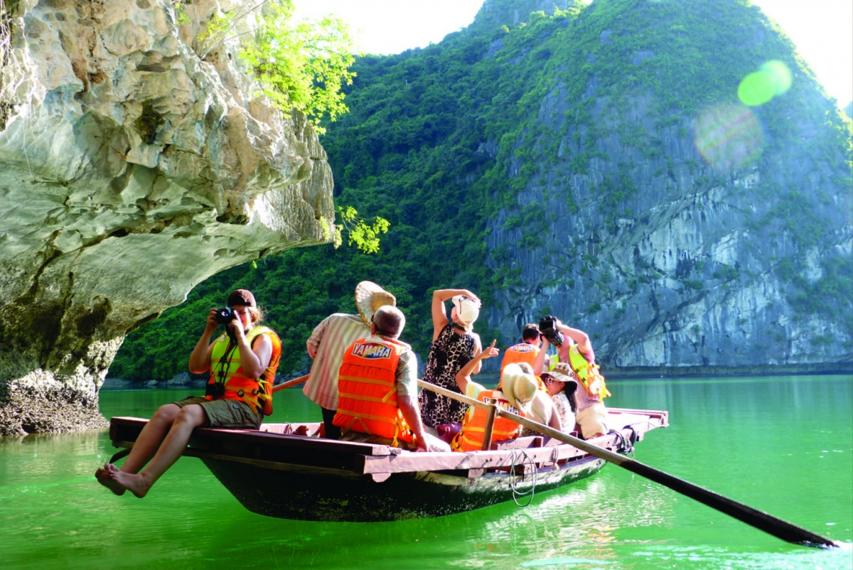 A visit to Cat Ba by boat