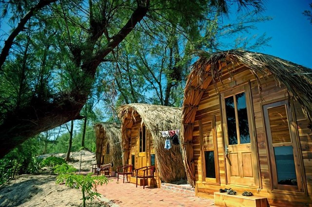 Experience at wooden houses on the beach