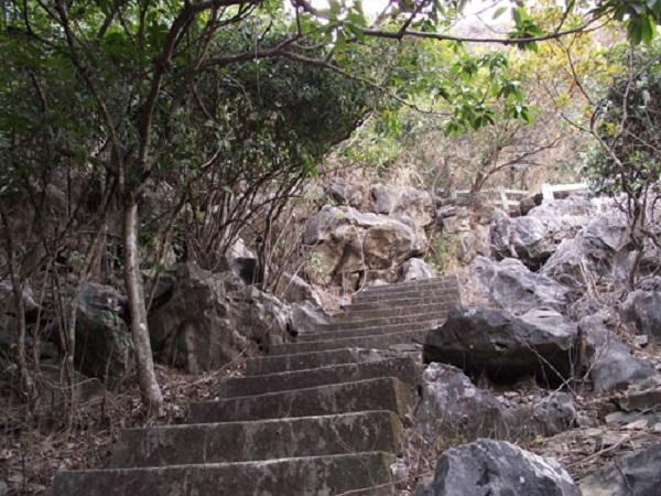 Footpath to Bai Tho (Poem) Mountain