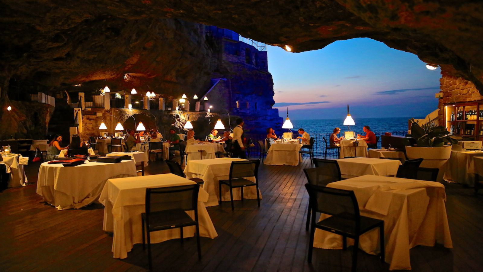 Have dinner in a cave