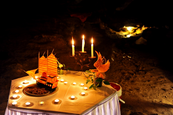 Romantic cave dining