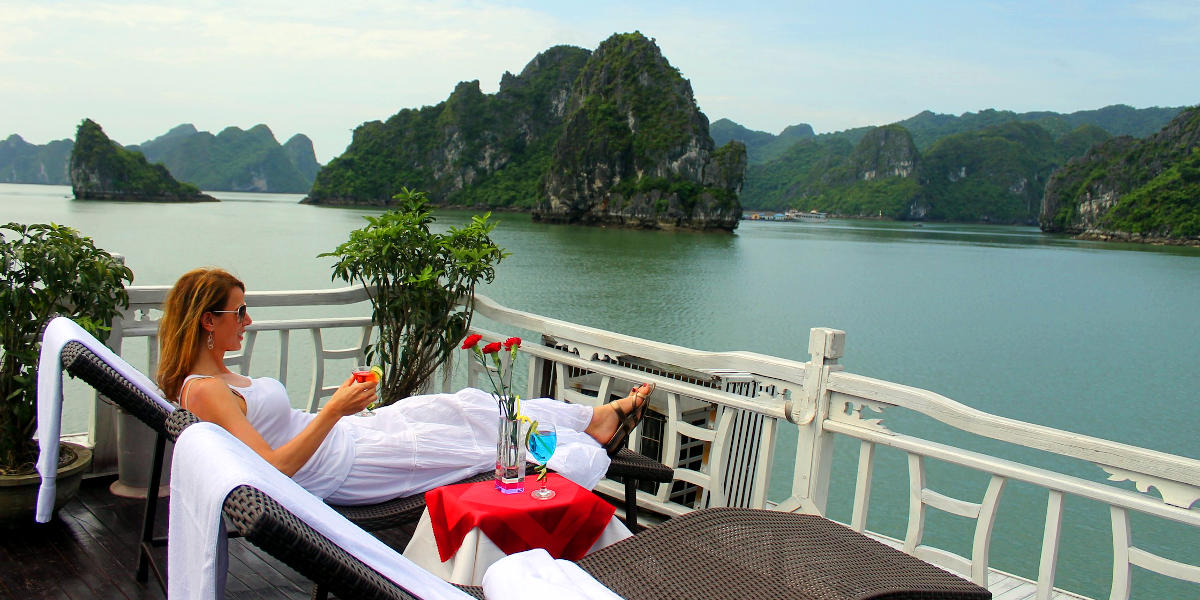 Sightsee the beauty of Halong Bay on a luxury cruise