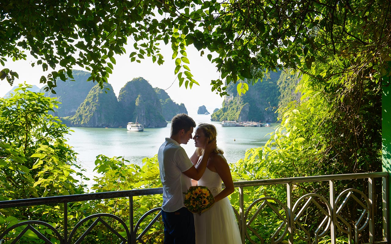 Wedding ceremony in Halong Bay