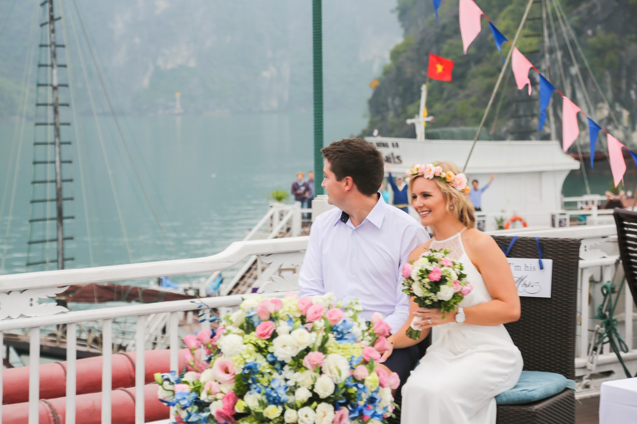 Wedding ceremony in Halong is unforgettable memory