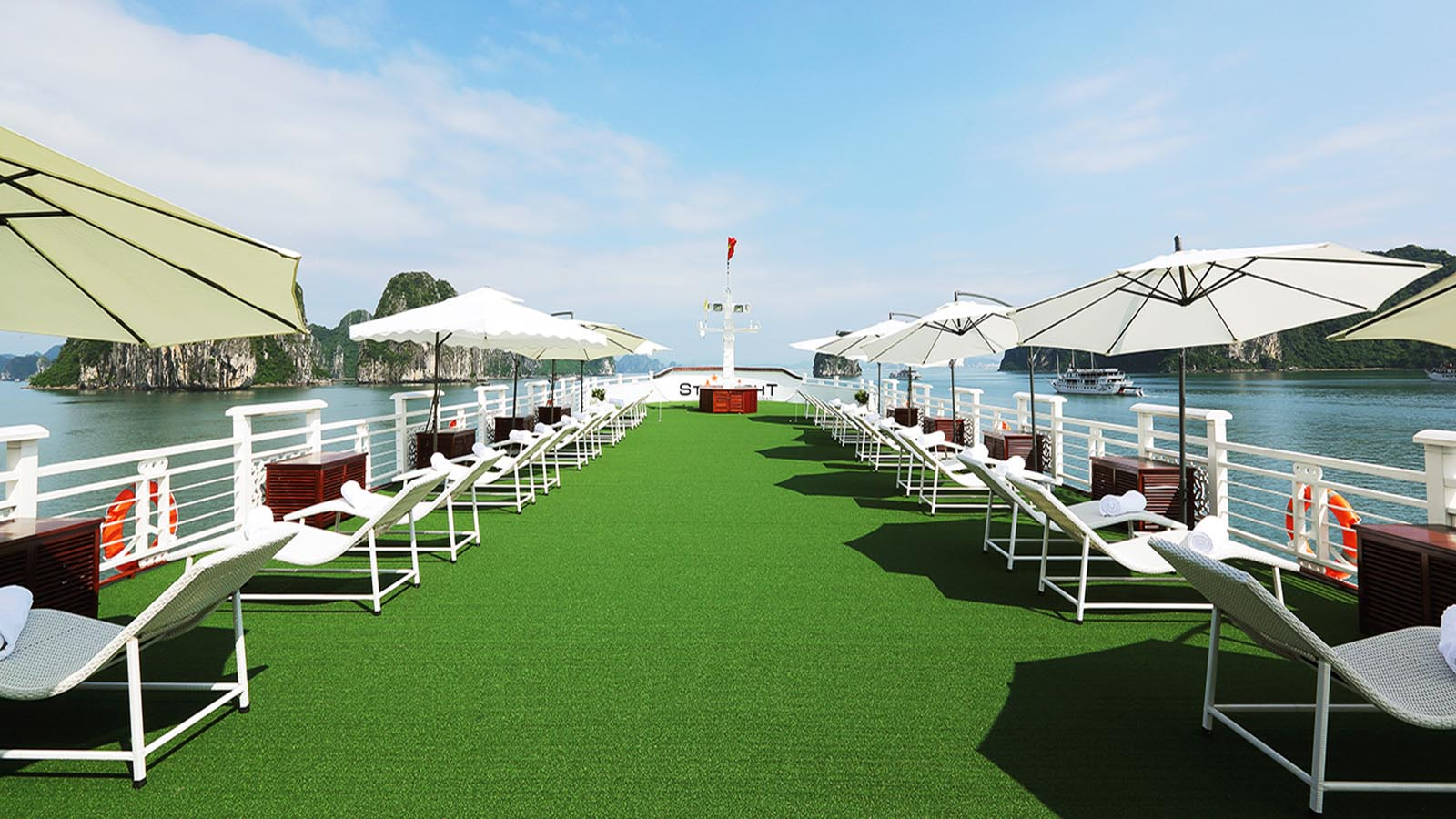A small simulated golf course on board