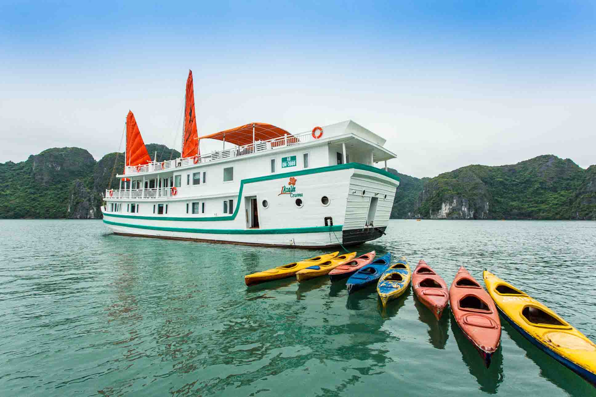 Overnight cruise is the best way to explore Halong Bay
