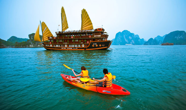 Sailing in Halong