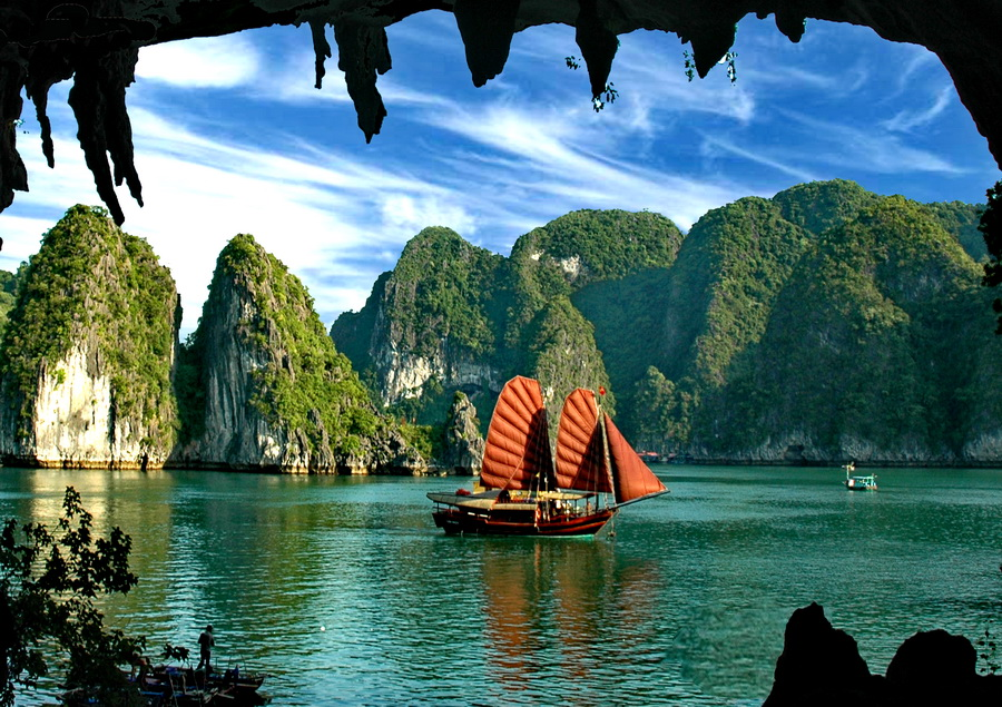 A visit to Dau Go Cave is included in Halong Bay cruises' itineraries