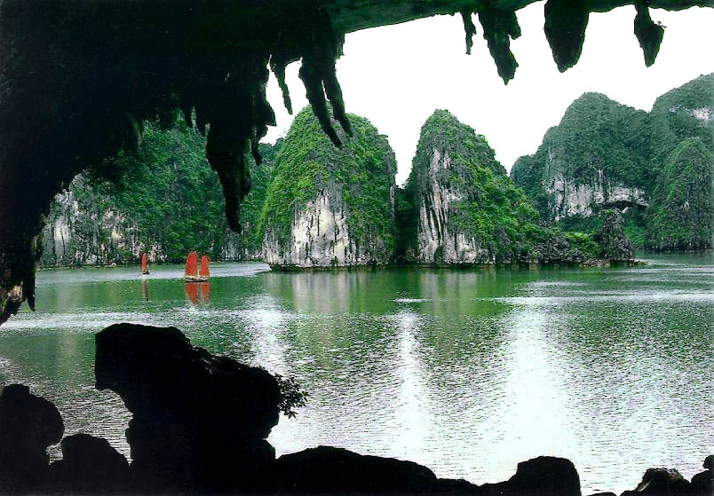 Dau Go Cave's entrance