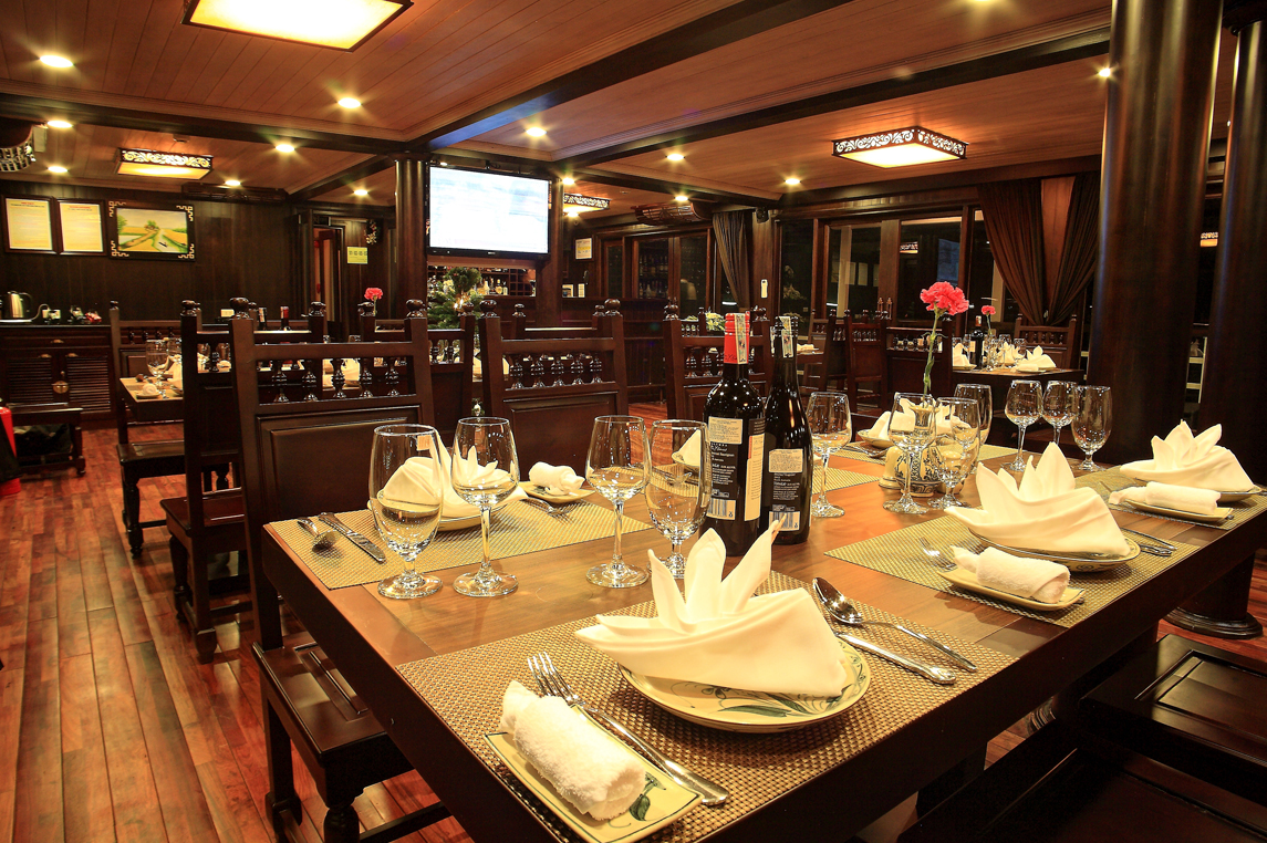 Glory Cruise's restaurant
