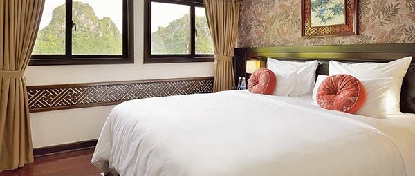 A deluxe bedroom of the Paradise Luxury Cruise in Halong Bay
