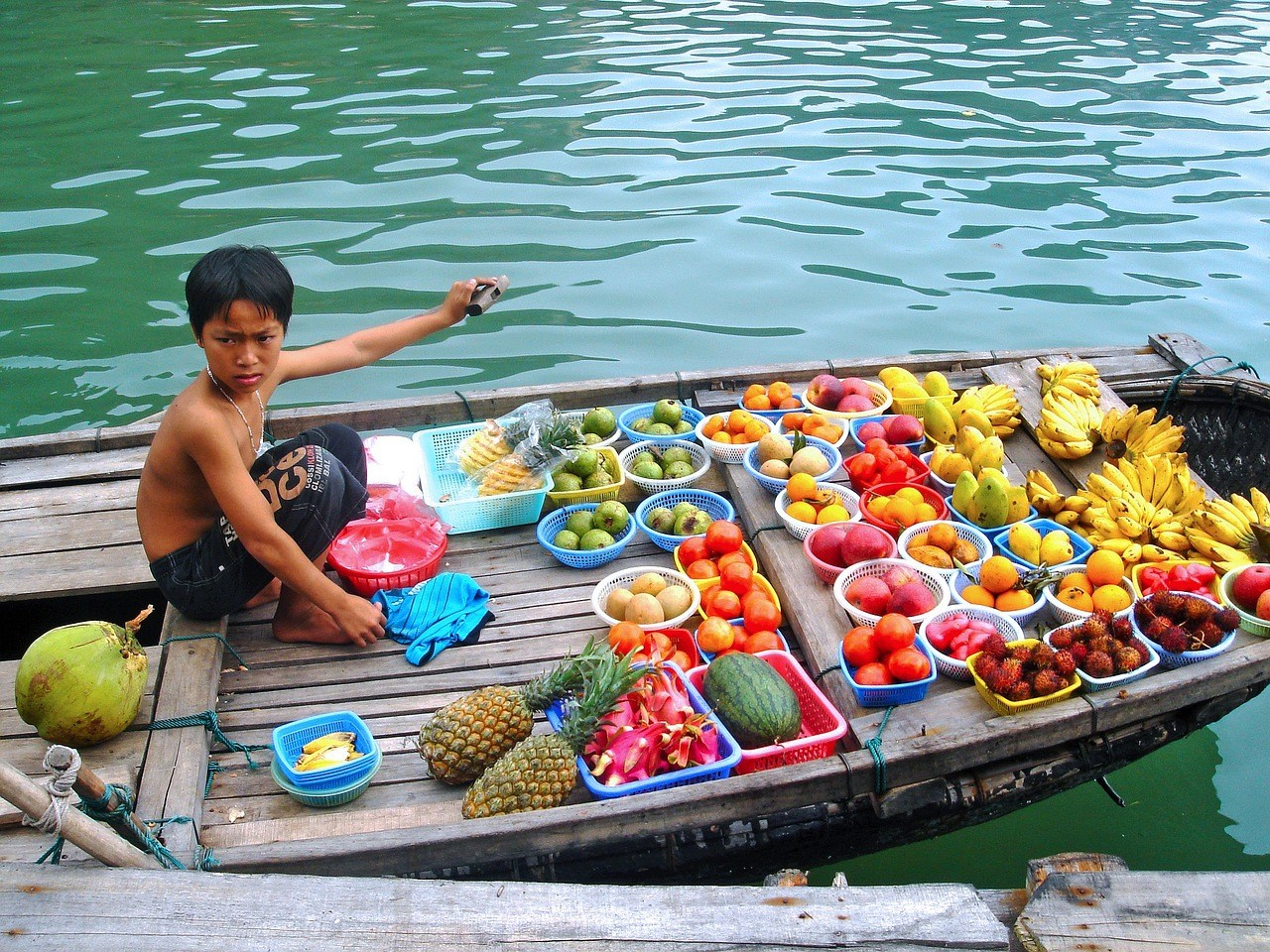Boat vendor in Halong