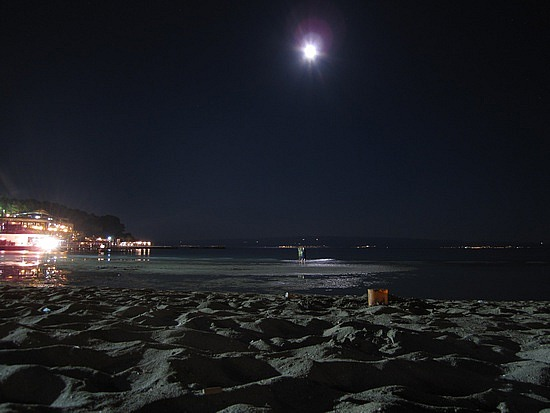 Quan Lan Beach at night