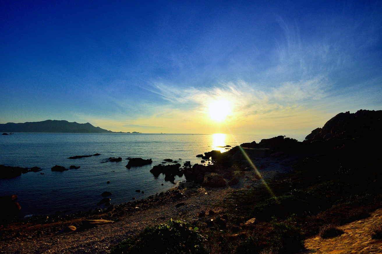 Sunrise in Binh Ba island