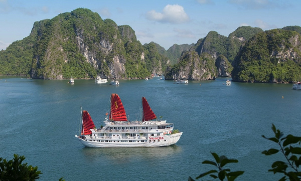 Some useful tips to help you have the best cruise in Halong Bay