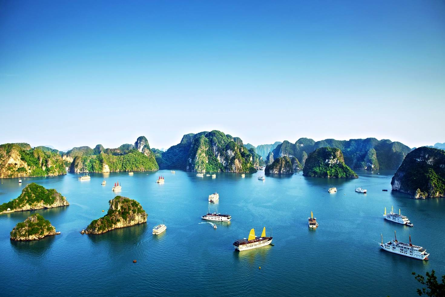 The marvelous Halong Bay waits for your exploring