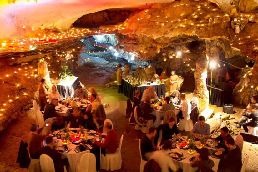 A magnificent dinner in Sung Sot Cave brings you the best honeymoon in Halong Bay