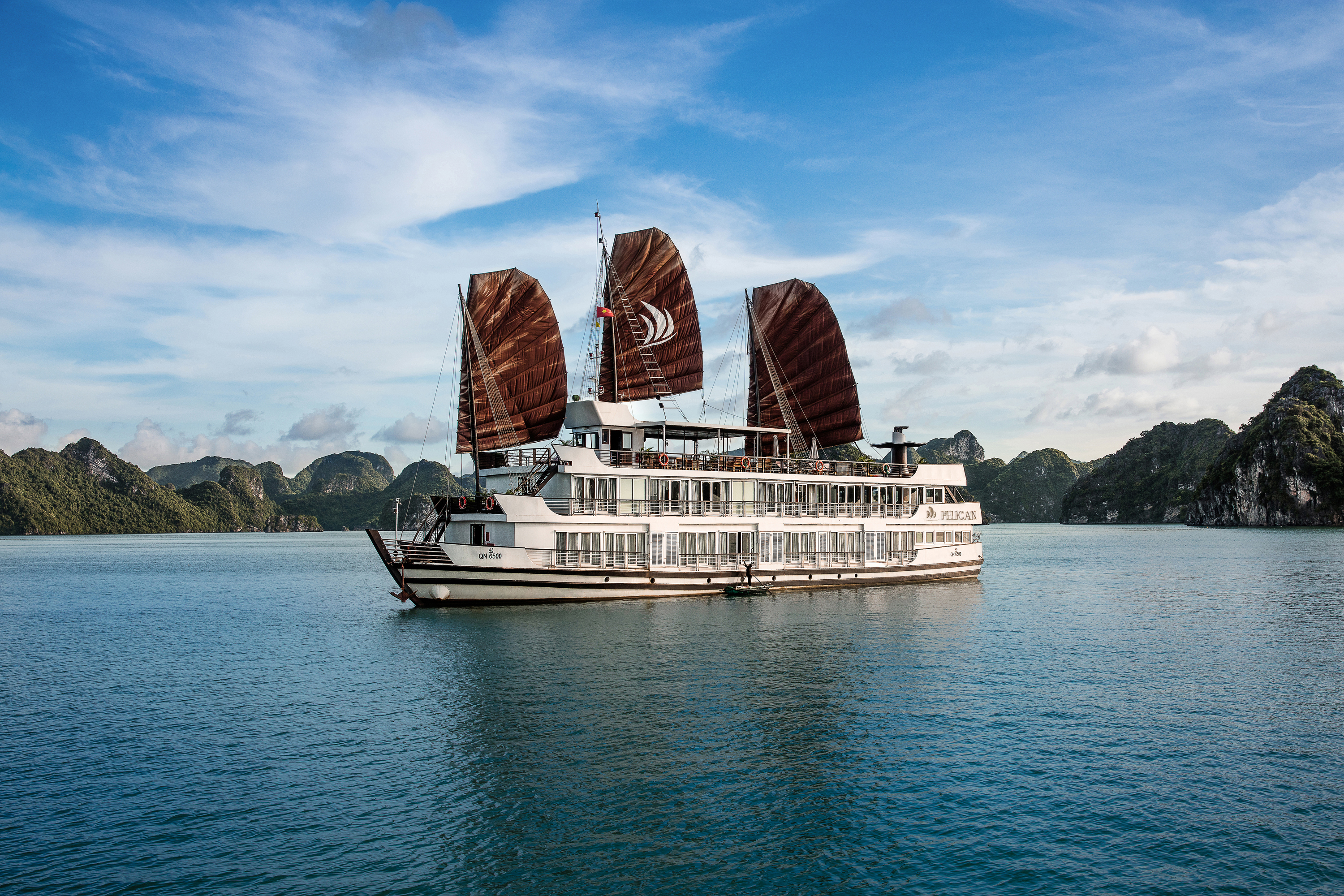 Let's experience a Halong Bay cruise in 2017