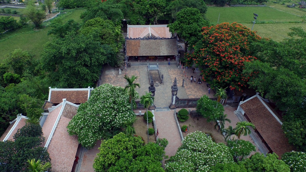 The-Temple-of-Dinh-Tien-Hoang-from-above