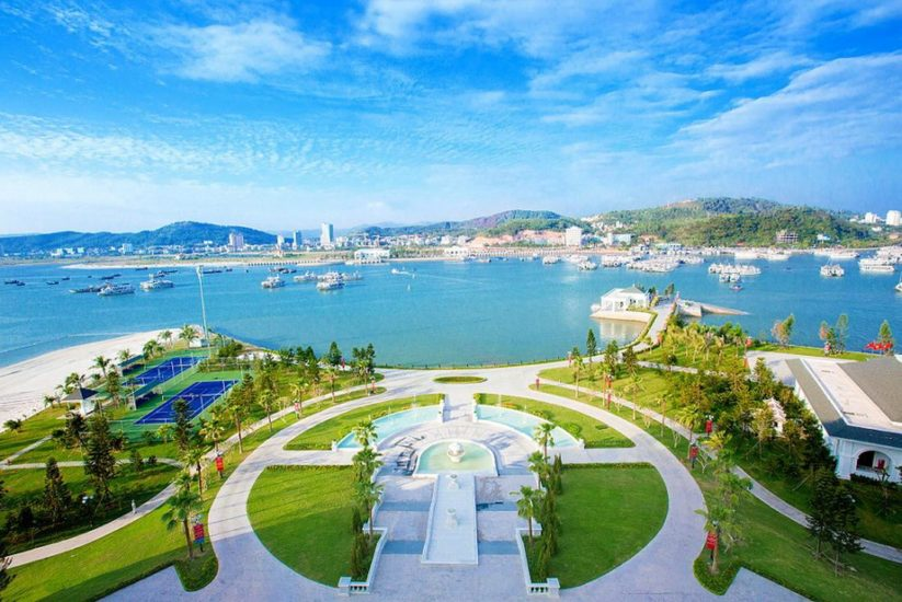 Tourists can enjoy relaxing holiday in Halong with cool, pleasant weather of September