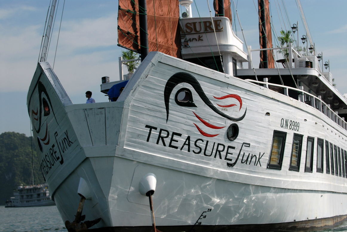 Treasure Junk has an excellent ability to ensure guests' safety and comfort
