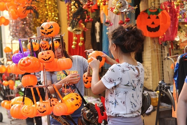 Ma Street before Halloween