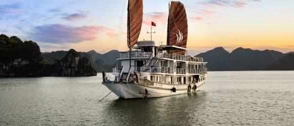 A romantic night on Halong Bay cruise