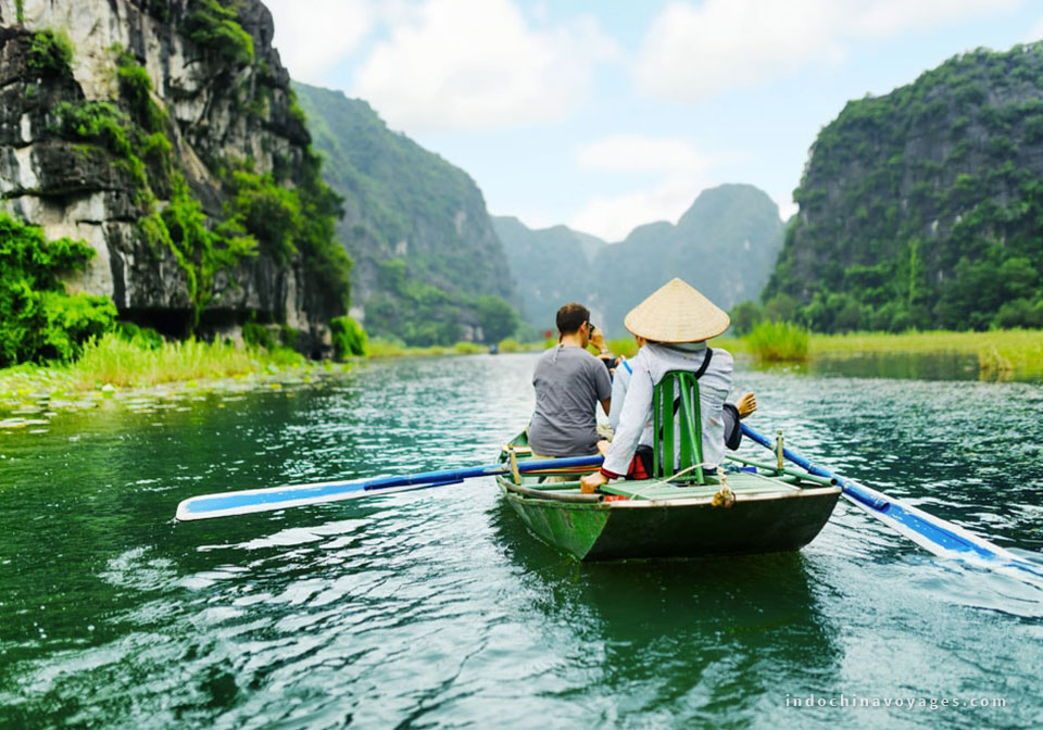 Floating-on-a-small-boat-around-Trang-An-complex-promises-memorable-experiences