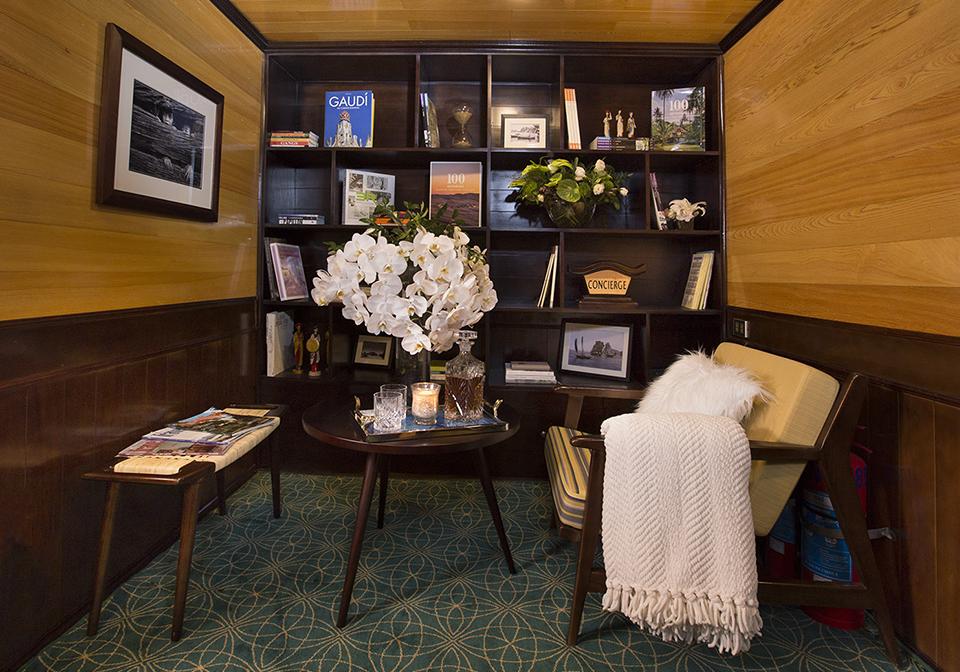 Hera Reception Concierge Floor
