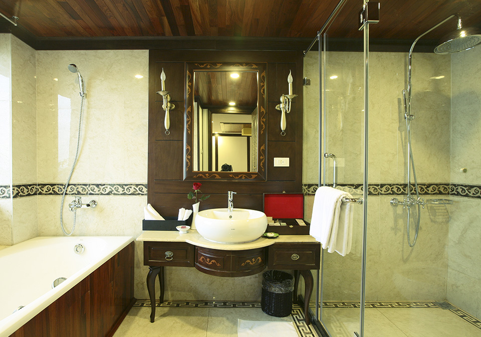 Indochina Sails Bathroom