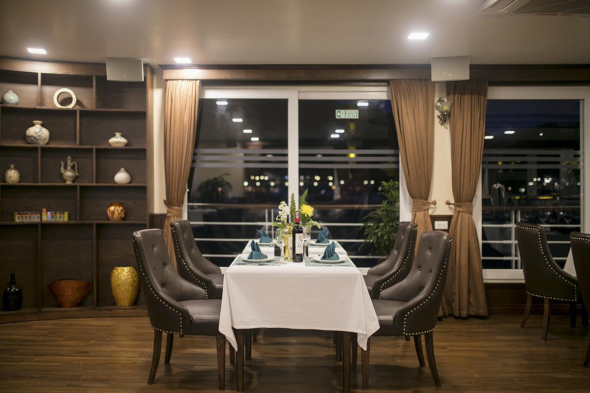 Mon Cheri Cruises restaurant 04