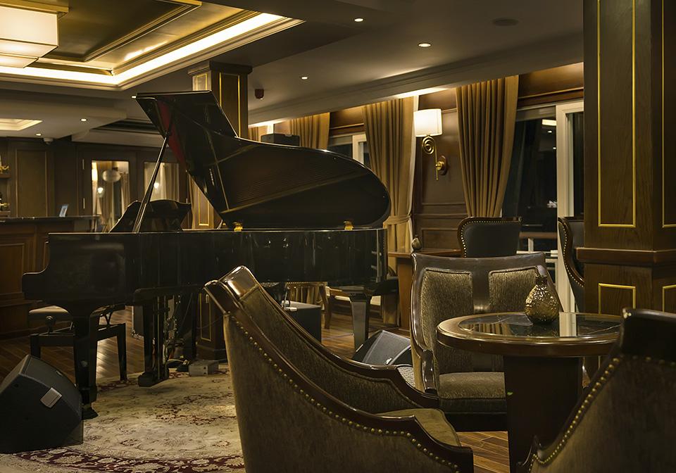 Paradise Elegance Cruise Bar