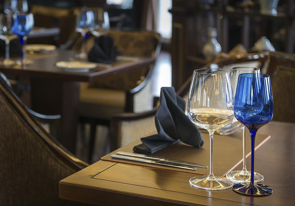 Paradise Elegance Cruise Restaurent