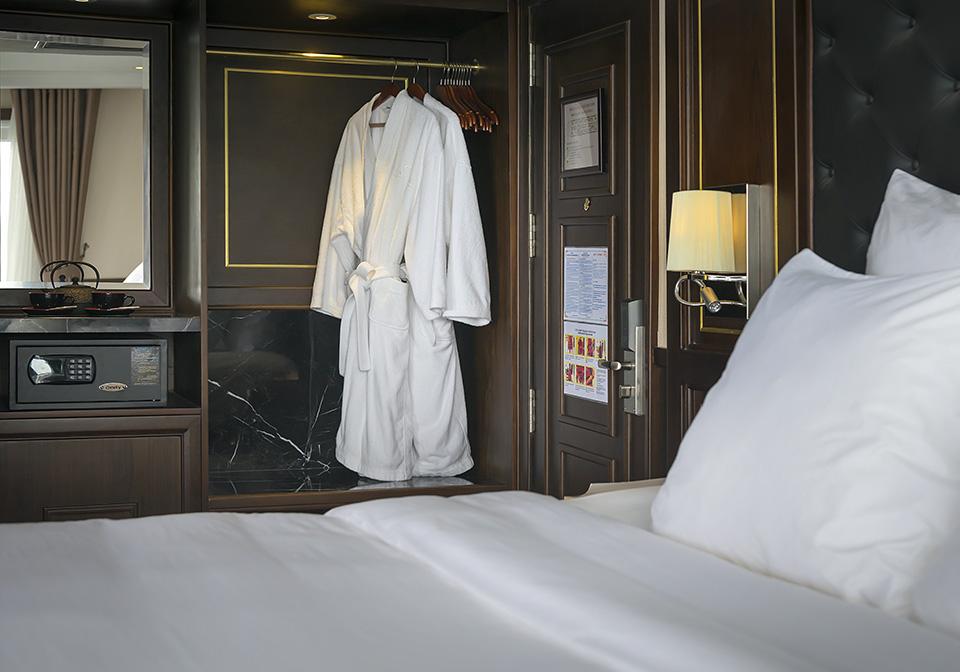 Paradise Elegance Cruise Suite 2
