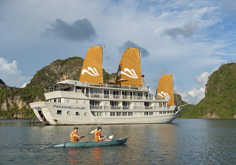 Paradise Luxury - Kayaking