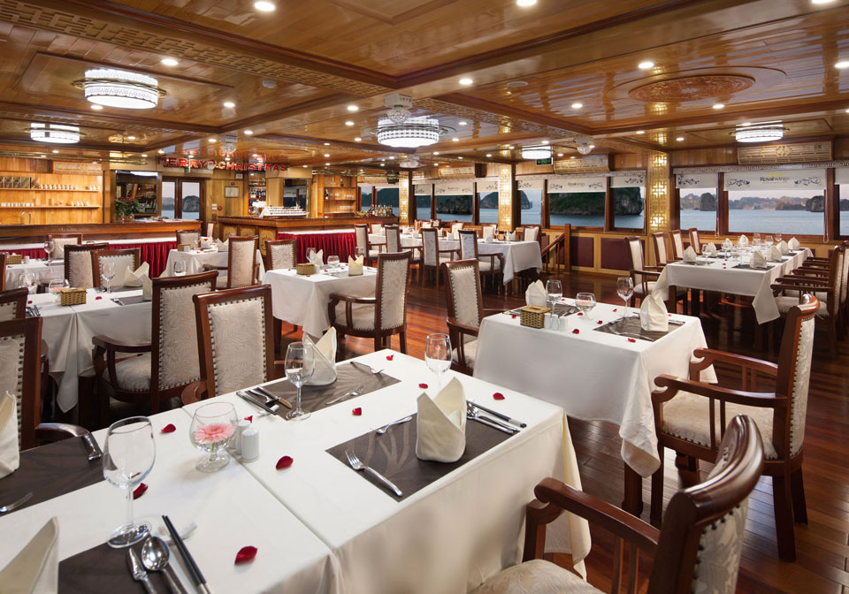 Royal Wings Cruise dining room