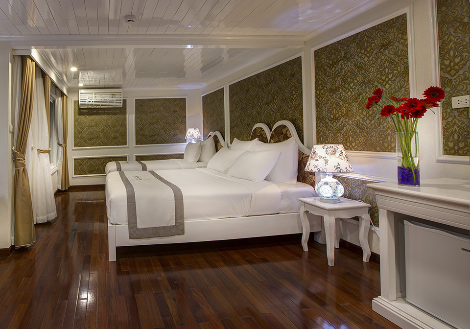 Signature Royal Cruise bedroom