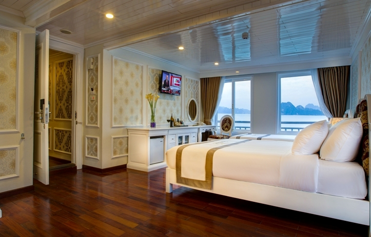Signature Royal Cruise exclusive-family-suite 4
