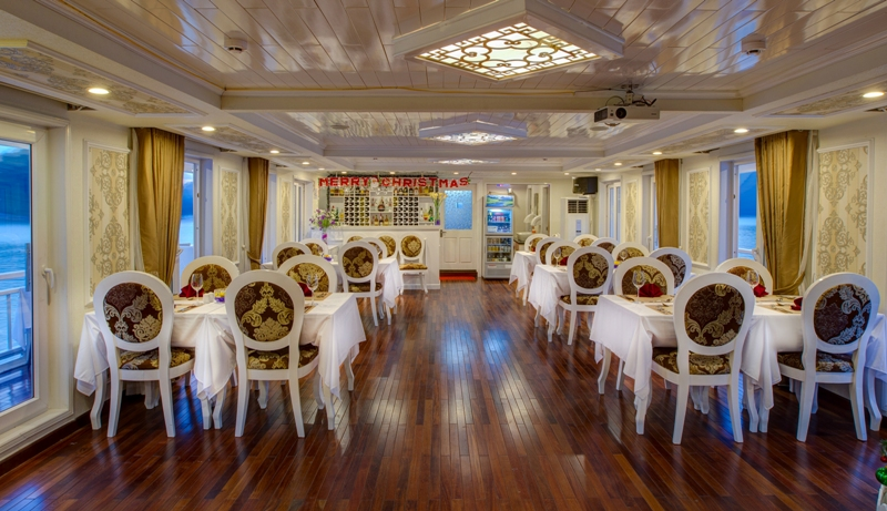 Signature Royal Cruise restaurant