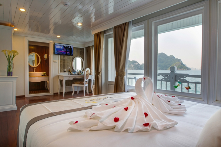Signature Royal Cruise senior-suite 1
