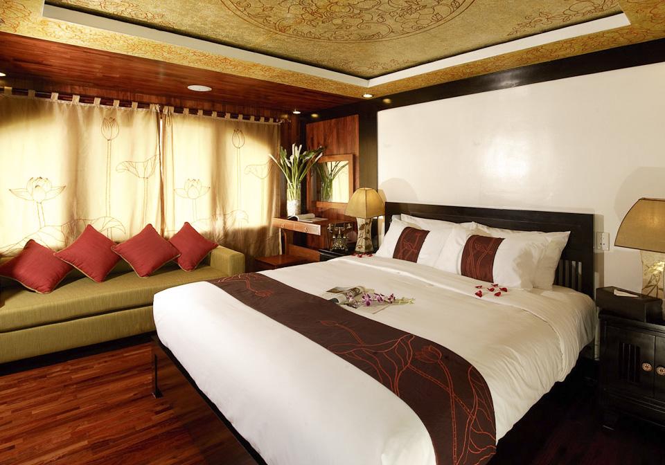 Valentine Cruise Bedroom