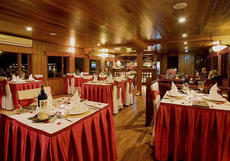 Valentine Cruise Dining room 01