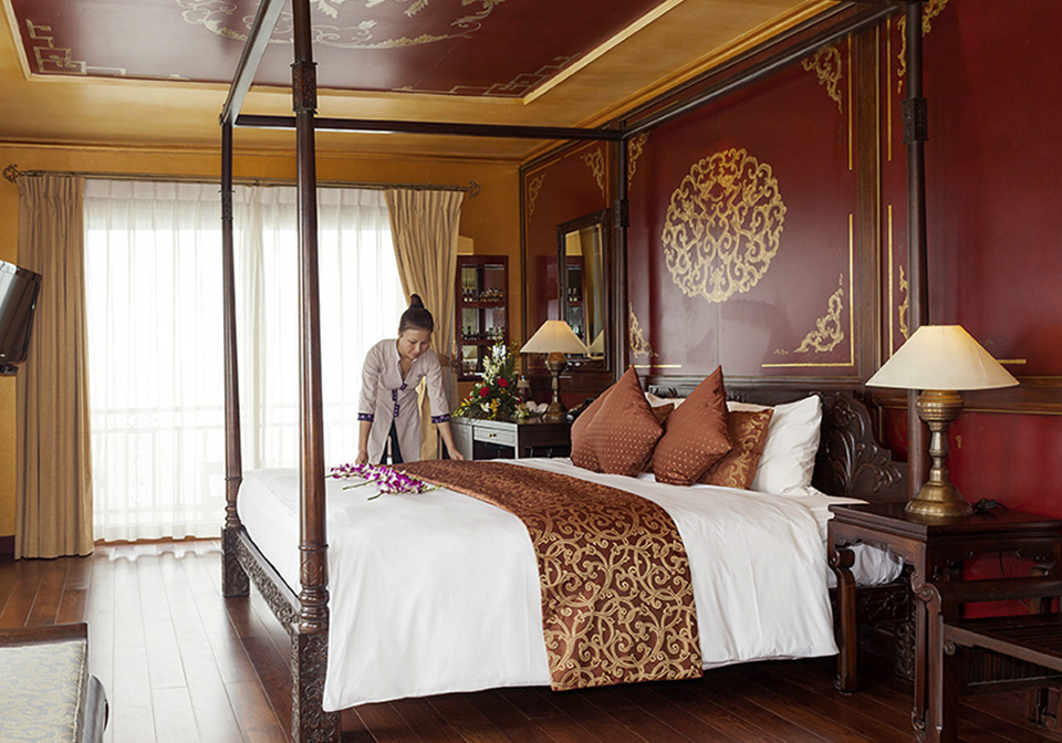 Violet Cruise Suite