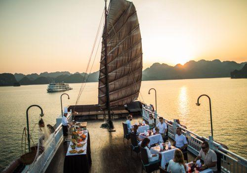 Bhaya Classic Cruise sundesk