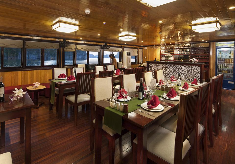 Garden Bay Luxury Cruise Restaurant